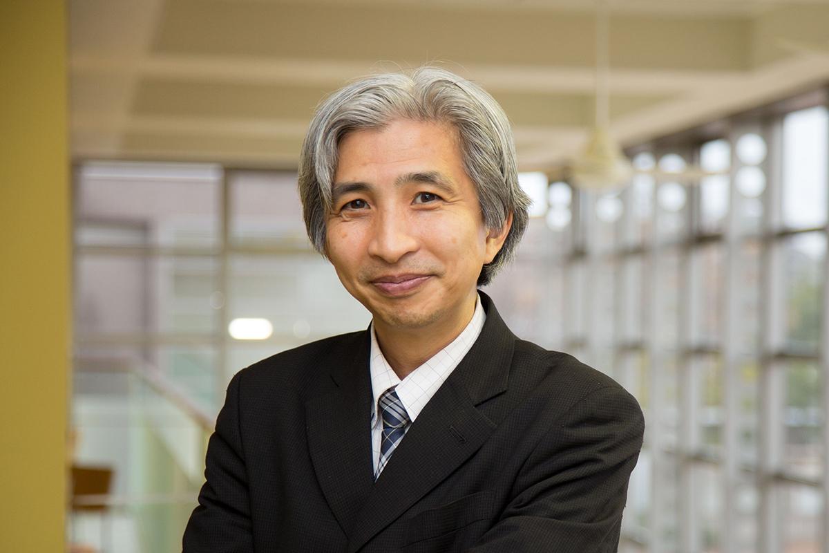 飯島健太郎教授